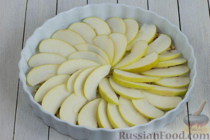 Фото приготовления рецепта: Постный яблочный пирог-перевёртыш - шаг №8