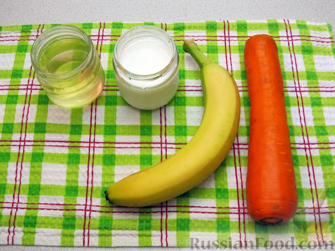 Фото приготовления рецепта: Морковно-банановый смузи с кефиром и яблочным соком - шаг №1