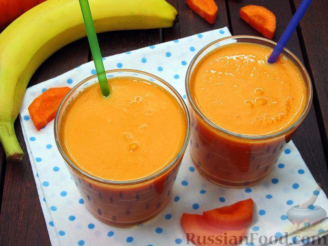 Фото к рецепту: Морковно-банановый смузи с кефиром и яблочным соком