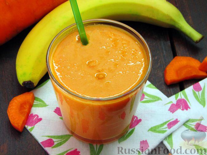 Фото приготовления рецепта: Морковно-банановый смузи с кефиром и яблочным соком - шаг №6