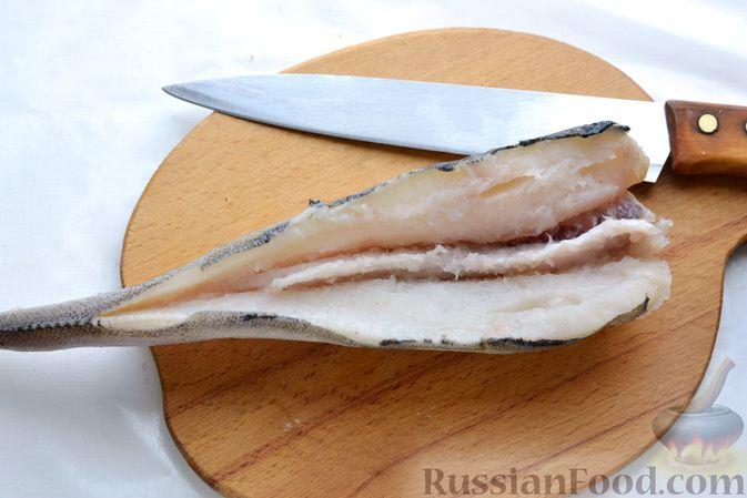 Фото приготовления рецепта: Рыбные котлеты с луком, морковью и петрушкой - шаг №2