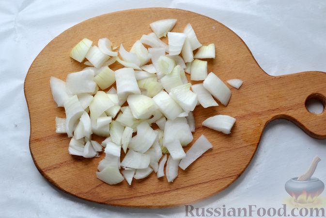 Фото приготовления рецепта: Рыбные котлеты с луком, морковью и петрушкой - шаг №5