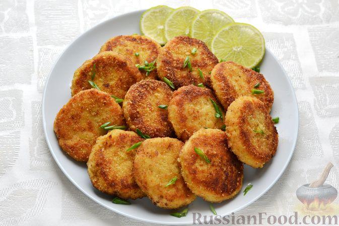 Фото приготовления рецепта: Рыбные котлеты с луком, морковью и петрушкой - шаг №20