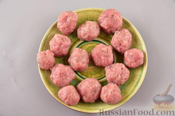 Фото приготовления рецепта: Гречневый суп с фрикадельками и овощами - шаг №10