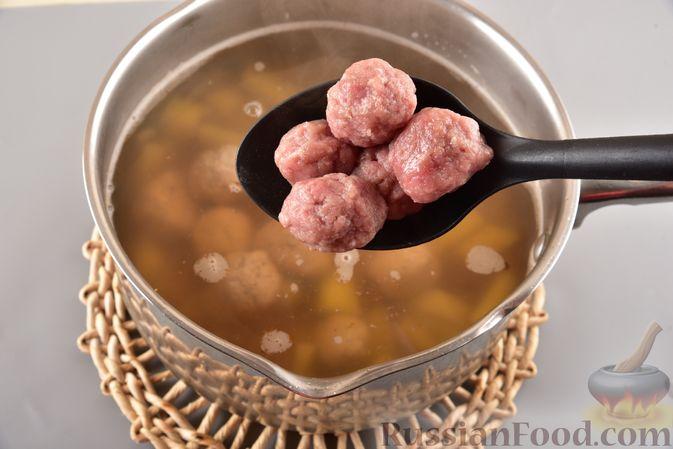 Фото приготовления рецепта: Гречневый суп с фрикадельками и овощами - шаг №11