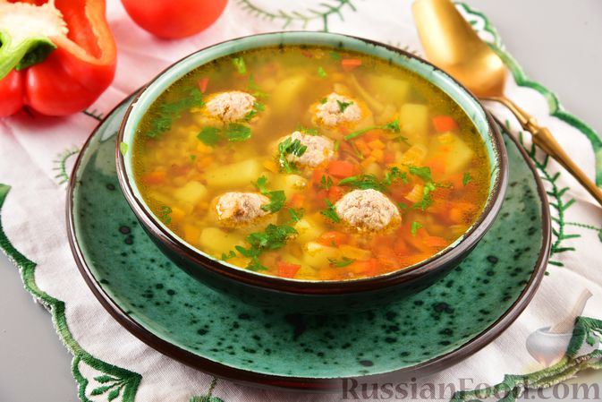Фото приготовления рецепта: Гречневый суп с фрикадельками и овощами - шаг №13