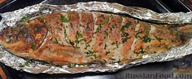 Фото к рецепту: Толстолобик, запечённый в сметанном соусе (в фольге)