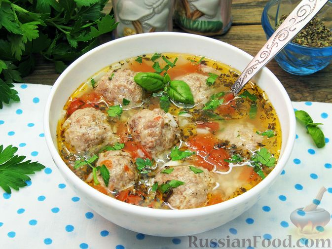Фото к рецепту: Суп с рисом и фрикадельками