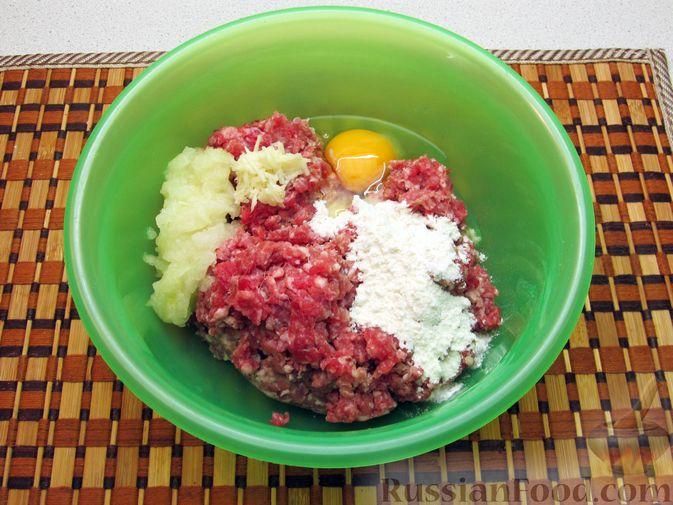 Фото приготовления рецепта: Суп с рисом и фрикадельками - шаг №4