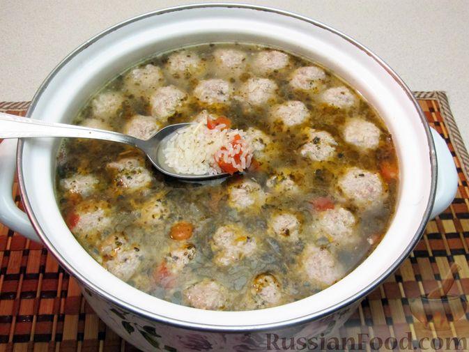 Фото приготовления рецепта: Суп с рисом и фрикадельками - шаг №14