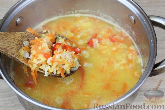 Фото приготовления рецепта: Чечевичный суп-пюре на рыбном бульоне, с рисом и сладким перцем - шаг №15