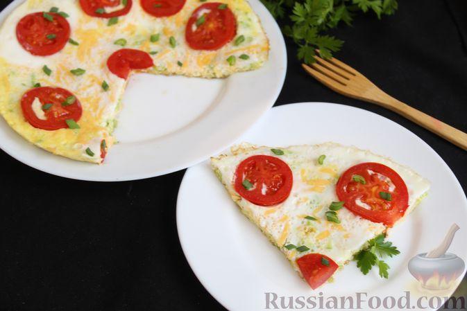 Фото приготовления рецепта: Двухслойный омлет с кабачками, помидорами и сыром - шаг №15