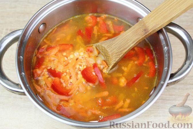 Фото приготовления рецепта: Чечевичный суп-пюре на рыбном бульоне, с рисом и сладким перцем - шаг №14