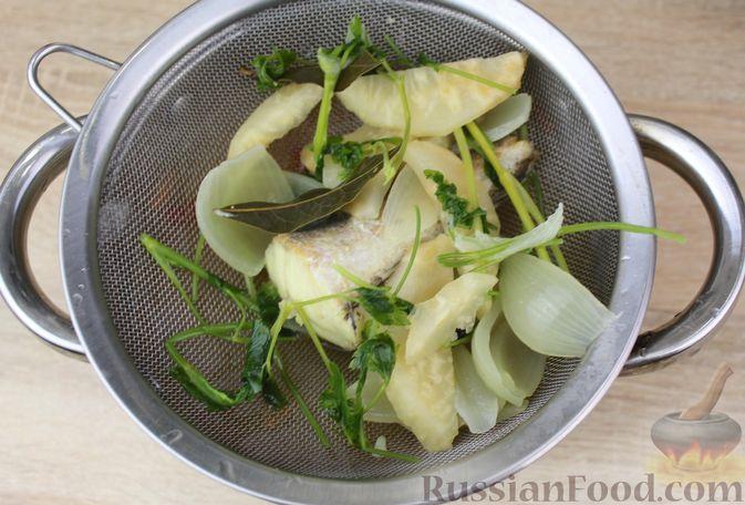 Фото приготовления рецепта: Чечевичный суп-пюре на рыбном бульоне, с рисом и сладким перцем - шаг №13