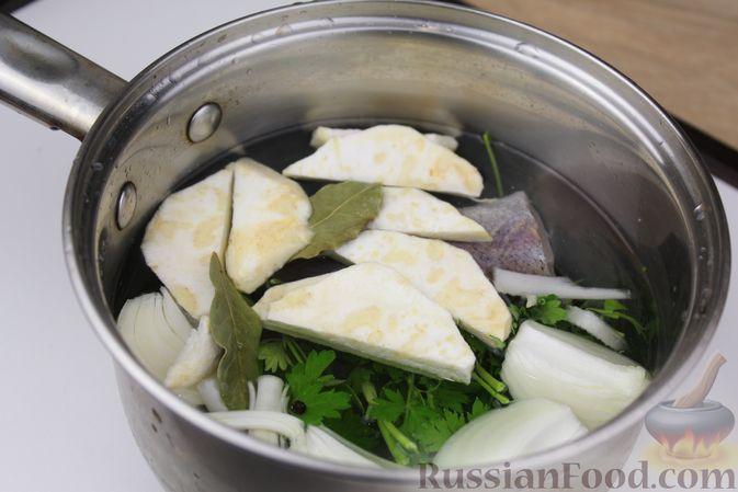 Фото приготовления рецепта: Чечевичный суп-пюре на рыбном бульоне, с рисом и сладким перцем - шаг №3