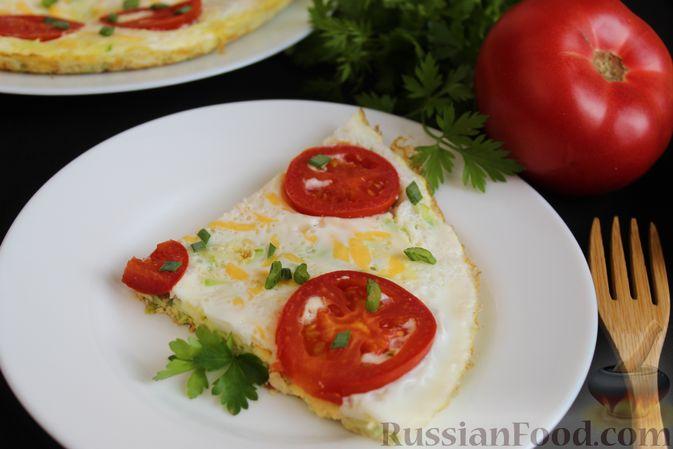 Фото приготовления рецепта: Двухслойный омлет с кабачками, помидорами и сыром - шаг №16