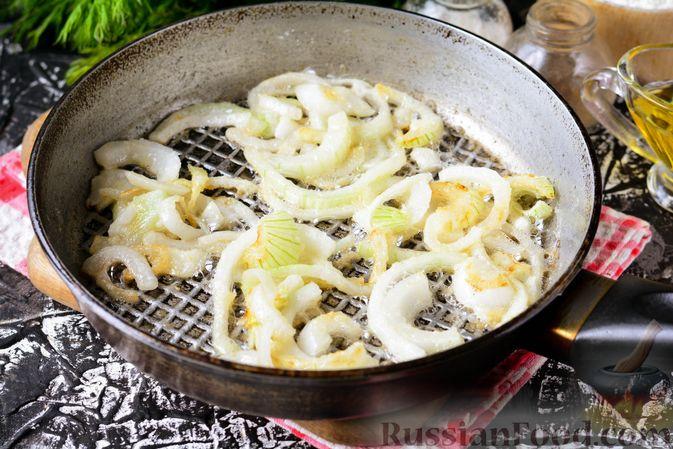 Фото приготовления рецепта: Бефстроганов из индейки, в сметанно-томатном соусе - шаг №5