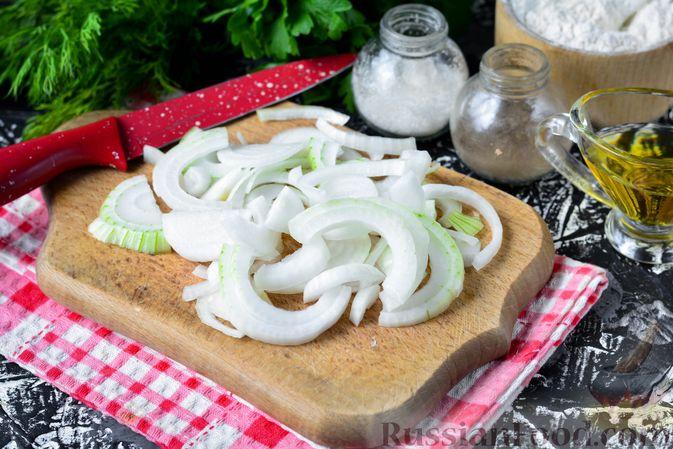 Фото приготовления рецепта: Бефстроганов из индейки, в сметанно-томатном соусе - шаг №2