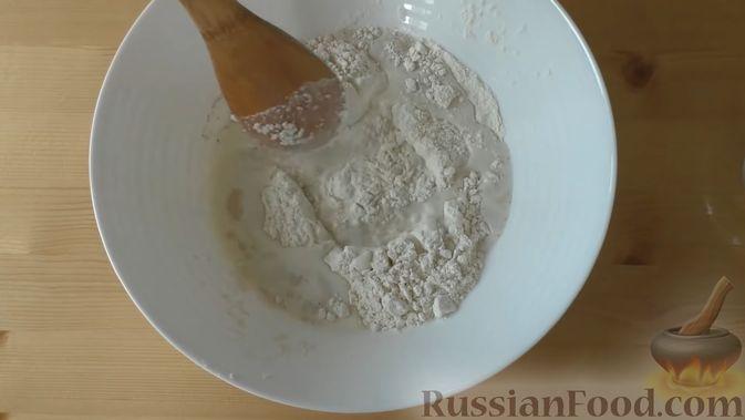 Фото приготовления рецепта: Дрожжевой пирог-перевёртыш с яблоками в карамели - шаг №1