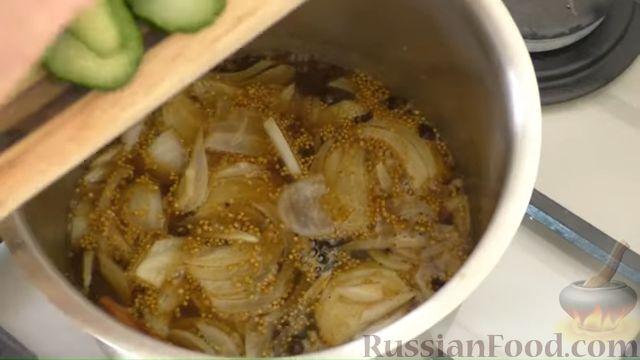 Фото приготовления рецепта: Картошка, тушенная с квашеной капустой - шаг №5