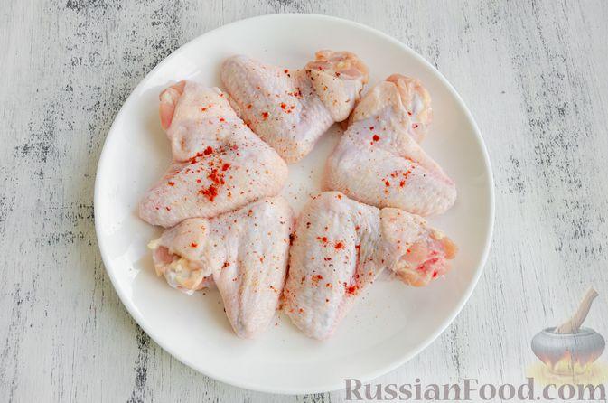 Фото приготовления рецепта: Куриные крылышки, запечённые с булгуром - шаг №2