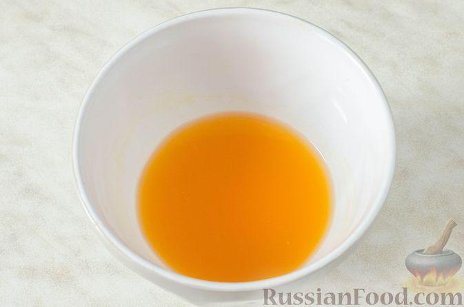Фото приготовления рецепта: Пряные капкейки из моркови с мандариновой начинкой и сливочным кремом - шаг №2