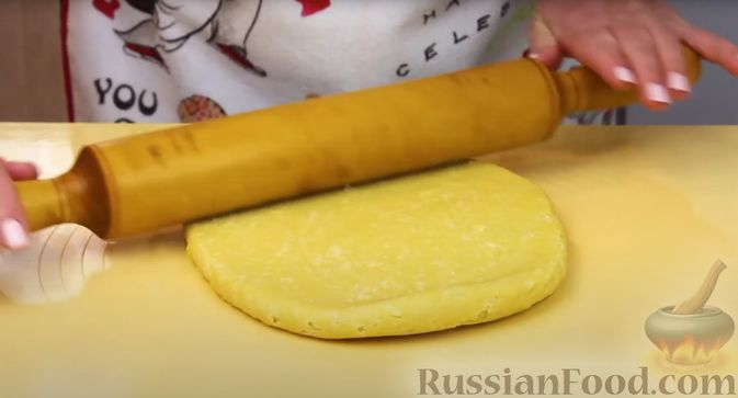 Фото приготовления рецепта: Пирог-ватрушка с творогом (из песочного теста) - шаг №9