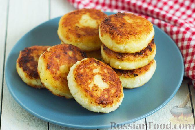 Фото к рецепту: Сырники с манкой (без яиц)