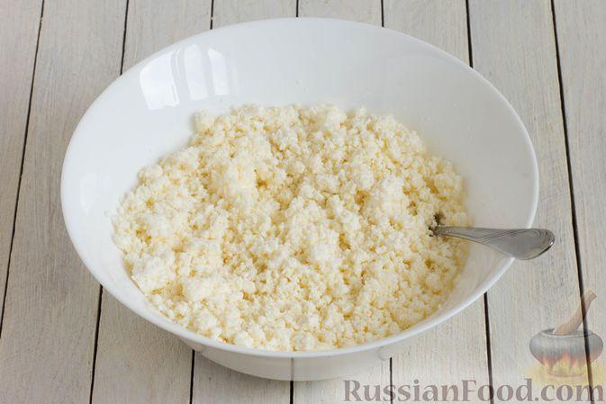 Фото приготовления рецепта: Сырники с манкой (без яиц) - шаг №4