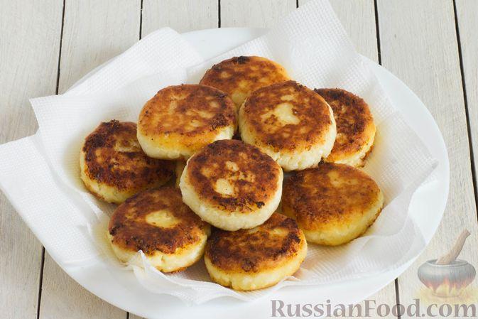 Фото приготовления рецепта: Сырники с манкой (без яиц) - шаг №6