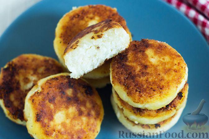Фото приготовления рецепта: Сырники с манкой (без яиц) - шаг №7
