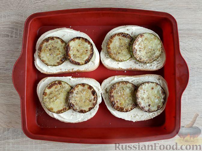 Фото приготовления рецепта: Горячие бутерброды с кабачком, сосисками и сыром - шаг №10