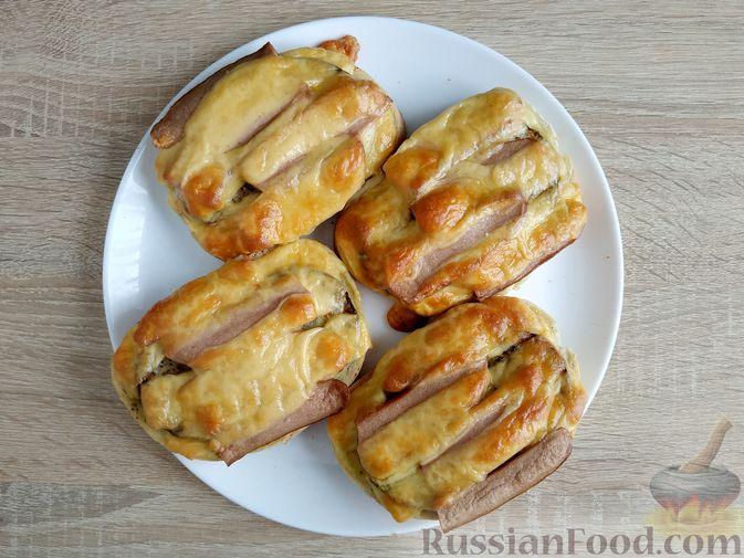Фото приготовления рецепта: Горячие бутерброды с кабачком, сосисками и сыром - шаг №14