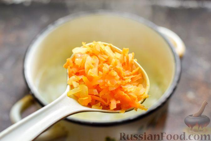 Фото приготовления рецепта: Суп с капустой, зелёным горошком и куриными фрикадельками со шпинатом - шаг №11