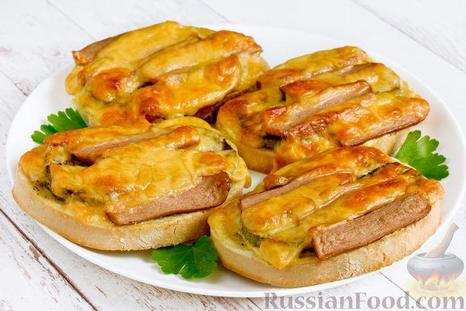 Фото к рецепту: Горячие бутерброды с кабачком, сосисками и сыром