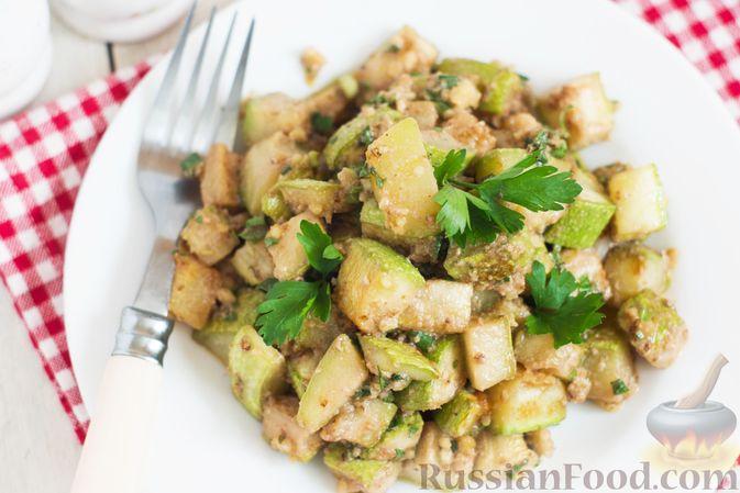 Фото приготовления рецепта: Закуска из кабачков с ореховой заправкой - шаг №8
