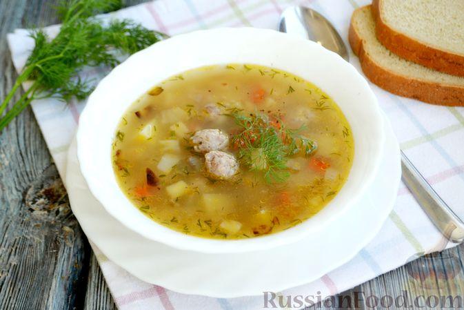 Фото к рецепту: Суп с овсяными хлопьями и фрикадельками