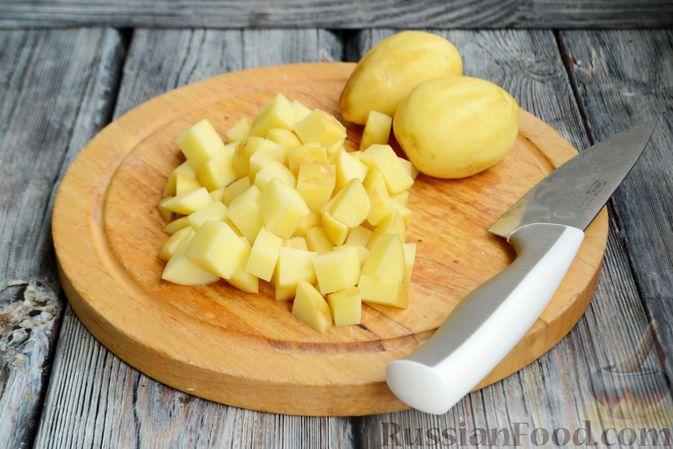 Фото приготовления рецепта: Суп с овсяными хлопьями и фрикадельками - шаг №2