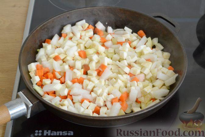 Фото приготовления рецепта: Суп с овсяными хлопьями и фрикадельками - шаг №6