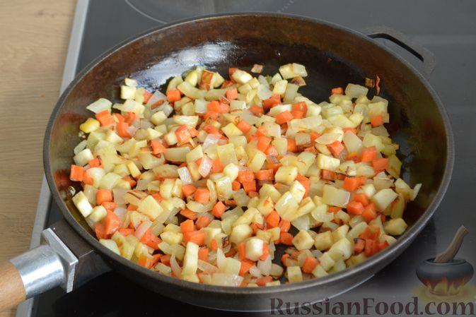 Фото приготовления рецепта: Суп с овсяными хлопьями и фрикадельками - шаг №7
