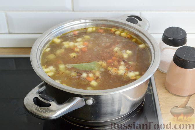 Фото приготовления рецепта: Суп с овсяными хлопьями и фрикадельками - шаг №11
