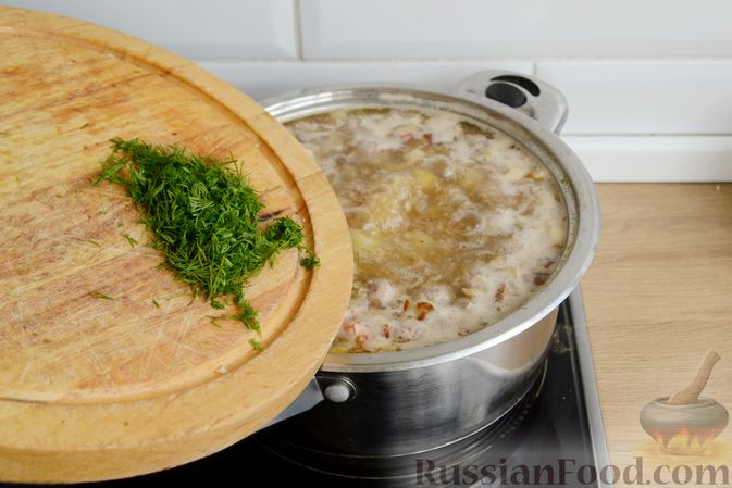 Фото приготовления рецепта: Суп с овсяными хлопьями и фрикадельками - шаг №13
