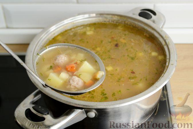 Фото приготовления рецепта: Суп с овсяными хлопьями и фрикадельками - шаг №14