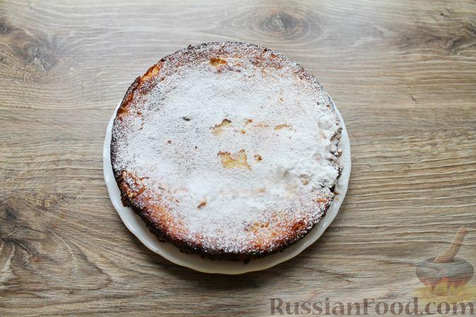 Фото приготовления рецепта: Творожная запеканка без муки, с йогуртом и бананами - шаг №9