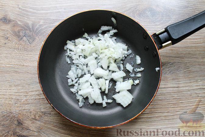 Фото приготовления рецепта: Щи с солеными огурцами  и консервированным горошком - шаг №9