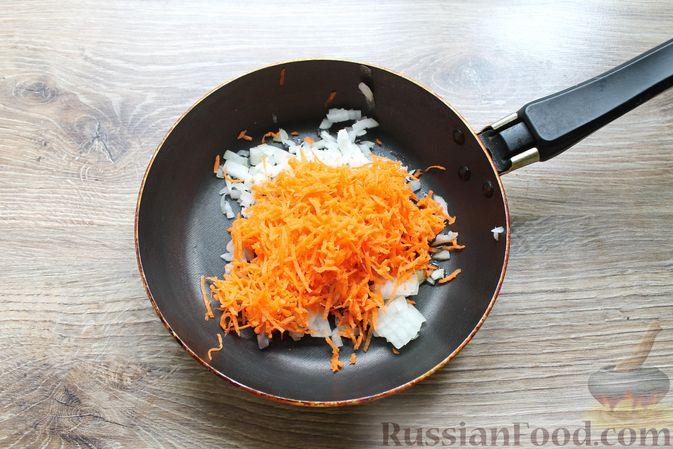 Фото приготовления рецепта: Щи с солеными огурцами  и консервированным горошком - шаг №10
