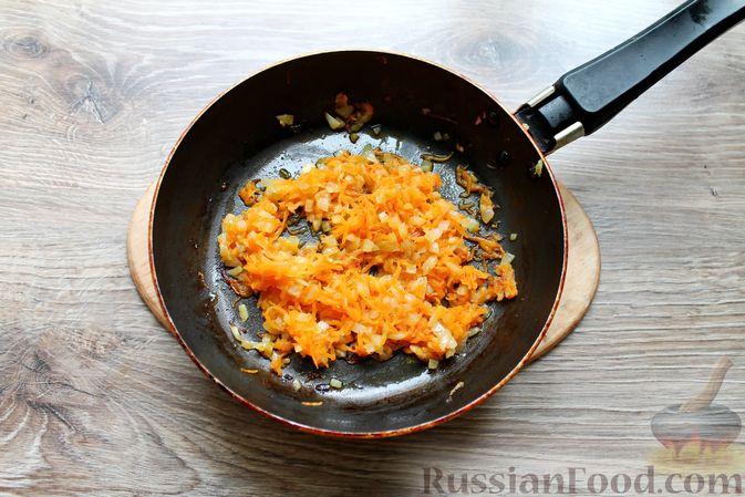 Фото приготовления рецепта: Щи с солеными огурцами  и консервированным горошком - шаг №11