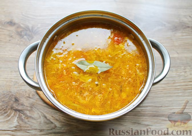 Фото приготовления рецепта: Щи с солеными огурцами  и консервированным горошком - шаг №17