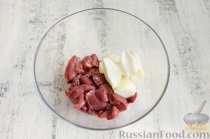 Фото приготовления рецепта: Картофельные драники с куриной печенью - шаг №3