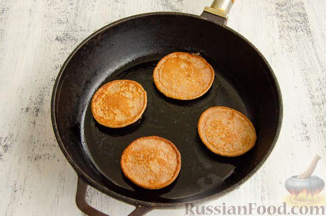 Фото приготовления рецепта: Картофельные драники с куриной печенью - шаг №8